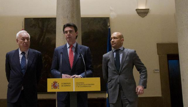 """ANUNCIO. García Margallo y Soria dijeron que España tomará """"medidas contundentes"""" (AP)."""