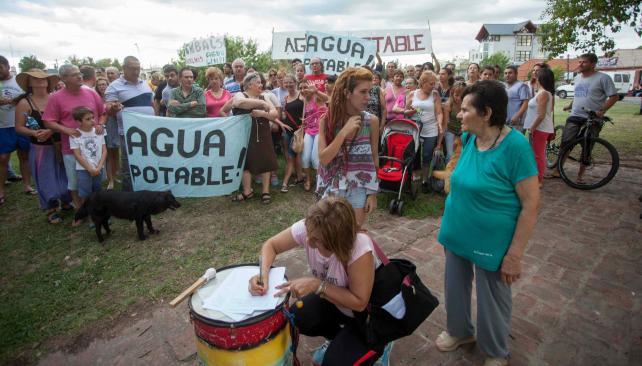 Protesta. Vecinos de Embalse ya han realizado varias marchas para reclamar una solución (LaVoz).
