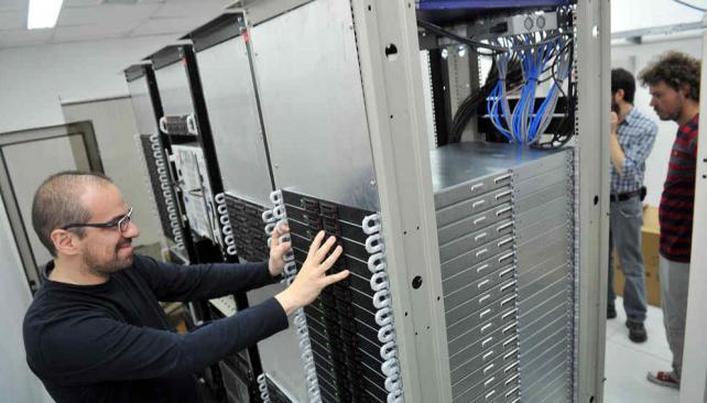 """""""Mendieta"""". La supercomputadora está en la Facultad de Ciencias Exactas, pero la usan 100 investigadores de la UNC y otras instituciones (Sergio Cejas/La Voz)"""