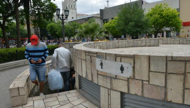 Baño Discapacitados Bloque:Prometen baños nuevos, pero por ahora sólo funcionan dos