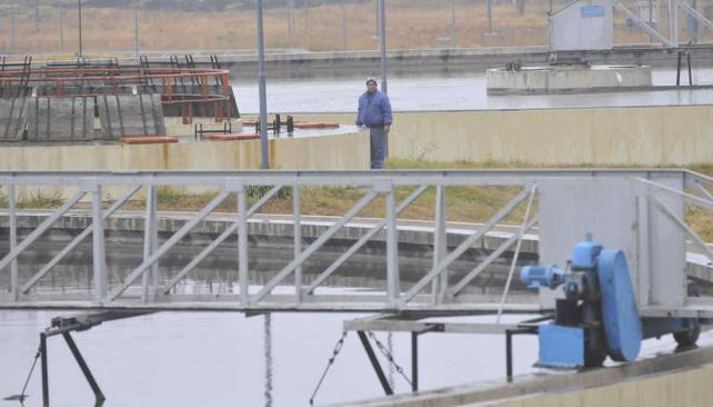 La planta de tratamiento de residuos cloacales de Bajo Grande, paso previo al reingreso de líquidos al río (Martín Baez/Archivo).
