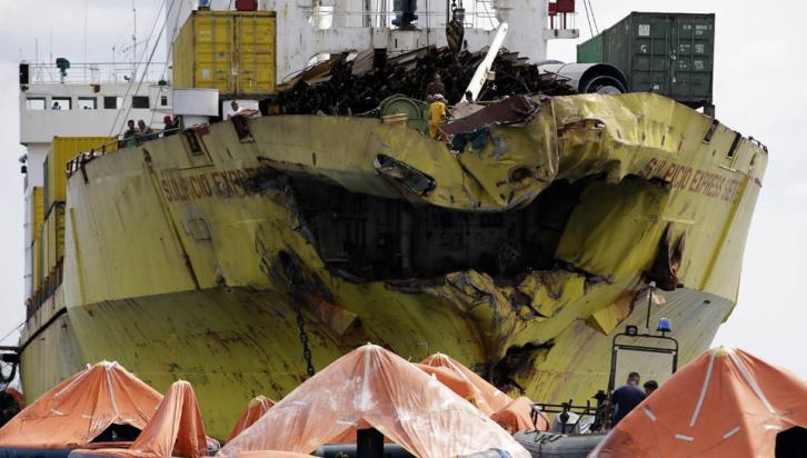 SINIESTRO. Chocaron dos barcos en Filipinas (AP).