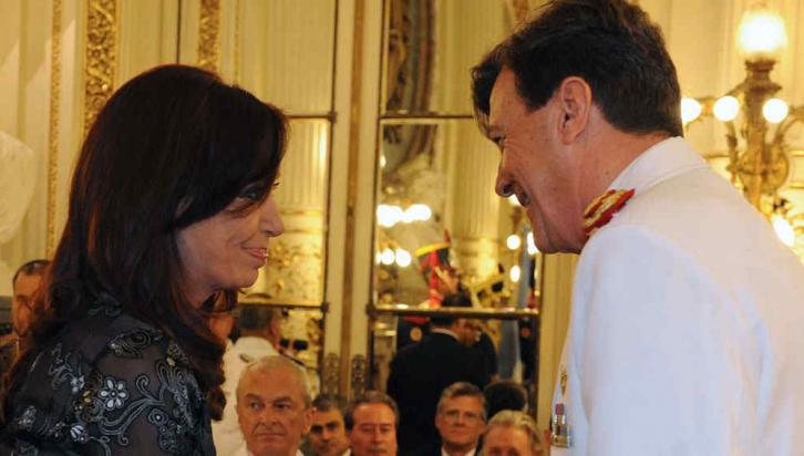 BUENOS AIRES. Cristina encabezó la ceremonia de ascenso de Milani (DyN).