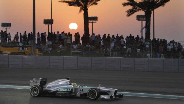 ECLIPSE.  Abu Dhabi, y el eclipse durante la carrera de F1 (AP).