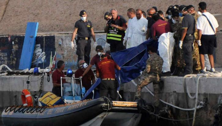 LAMPEDUSA. En la barcaza que se hundió en la isla italia viajaban cientos de inmigrantes (AP).