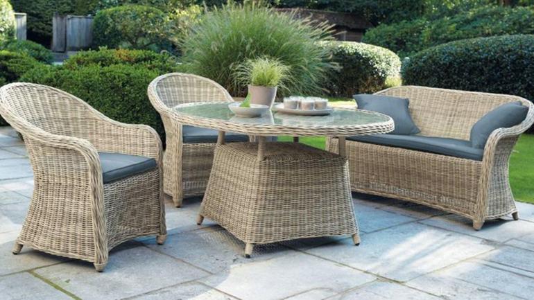 Los muebles de exterior de mimbre, ratán y bambú, aportan calidez a los espacios al aire libre. (Grupo Edisur)