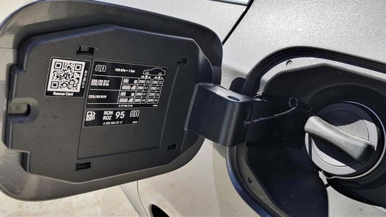 La tapa del tanque nos indica que el tipo de nafta a usar es la súper de 95 octanos, o grado 2 (RON). (Mundo Maipú)