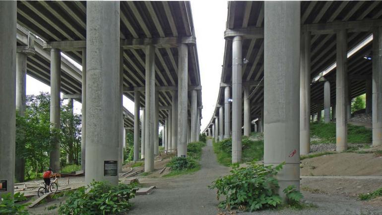 COLONNADE MOUNTAIN, Seattle. Este parque de deportes extremos abrió en 2008, los trabajos incluyeron la instalación de rampas, escaleras y plataformas que simulan los escenarios montañosos. (Grupo Edisur)