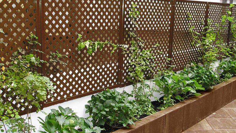 Paneles para proteger el jardín. (Aguas Cordobesas)