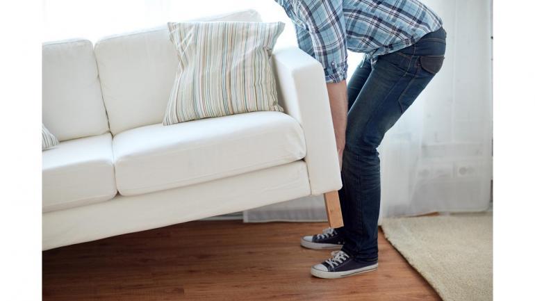 Reacomodar los muebles del hogar para dejar espacios diáfanos, el aire circula mejor y refresca los ambientes. (Aguas Cordobesas)