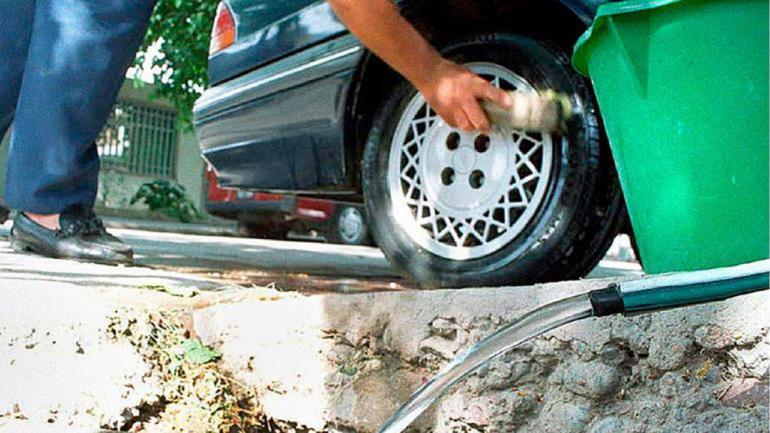 La Municipalidad de Córdoba, controla el derroche de agua en la vía pública y puede aplicar multas a los responsables. (Aguas Cordobesas)