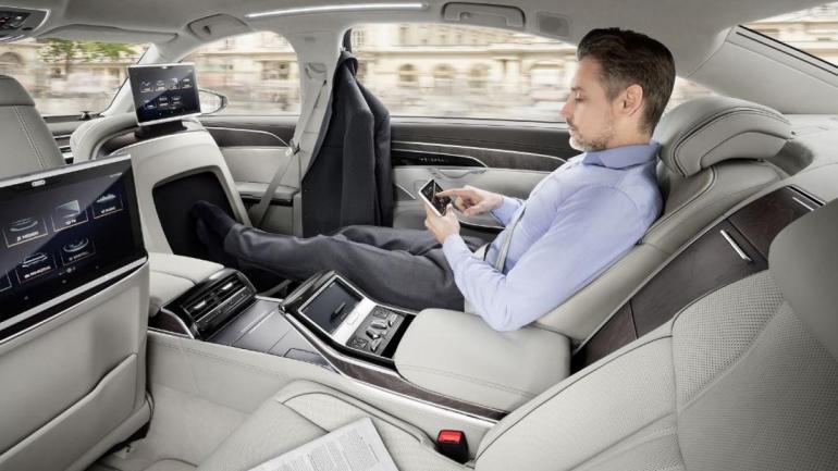 CONFORT. Cuenta con un sistema para masajear los pies de los pasajeros en los asientos traseros. (Mundo Maipú)