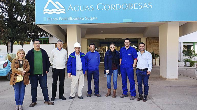 Héctor Araujo dirigiendo visitas guiadas a los alumnos de la Diplomatura en Gestión Sustentable de los Recursos. (Aguas Cordobesas)