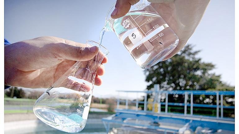 El cloro se dosifica en la última etapa del proceso de potabilización del agua, una vez que la misma ya está clarificada. (Aguas Cordobesas)