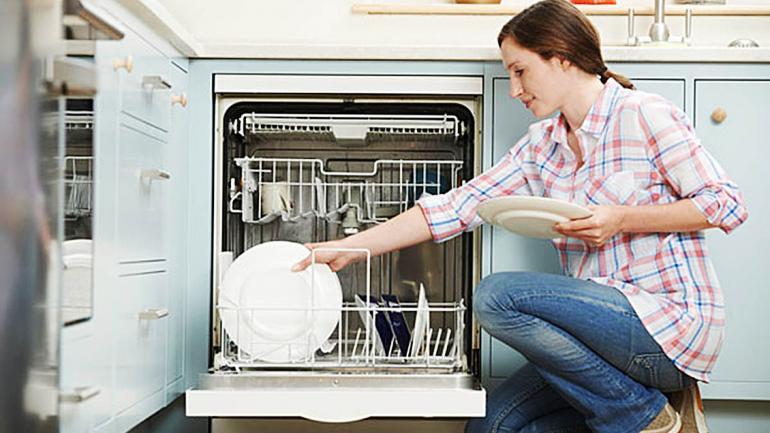 Usar la máxima capacidad de carga nos permite lavar más cantidad de vajilla en menos tiempo y esto genera un gran ahorro de recursos. (Aguas Cordobesas)