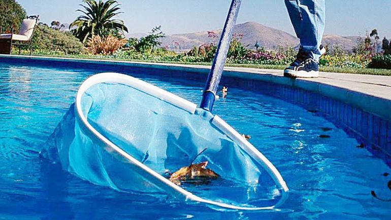 Conservar y reutilizar el agua de la pileta evita el derroche de miles de litros en cada recambio. (Aguas Cordobesas)