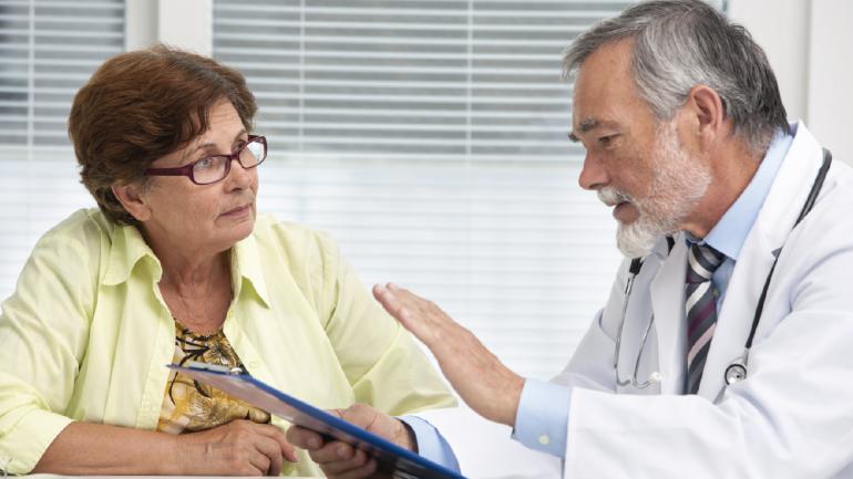 Debemos informarle al anestesiólogo durante la consulta preanestésica si existen antecedentes de reacciones alérgicas para optar por los fármacos adecuados. (Sanatorio Allende)