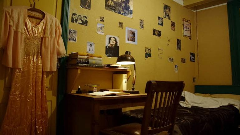 En la casa de Ana Frank se halla el pequeño dormitorio donde la joven pasaba sus horas . (Grupo Edisur)