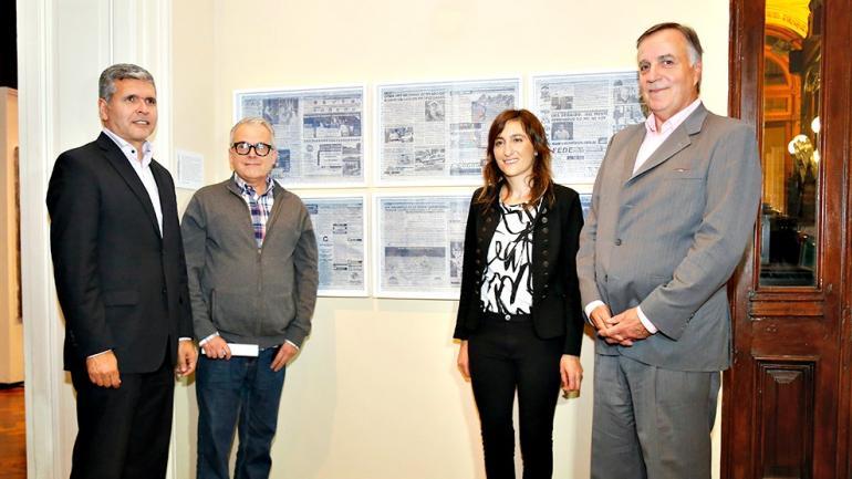 De izquierda a derecha: Daniel Falfan (vocal Agencia Córdoba Cultura), Pablo González Padilla (coordinador de la muestra), Verónica Suanno (3er premio) y Daniel Tillard (presidente de Bancor). (Foto: Bancor)