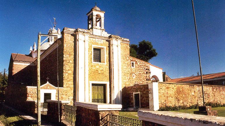 Desde un alto en el terreno, la Estancia de Jesús María observa el pueblo. (Agencia Córdoba Cultura)