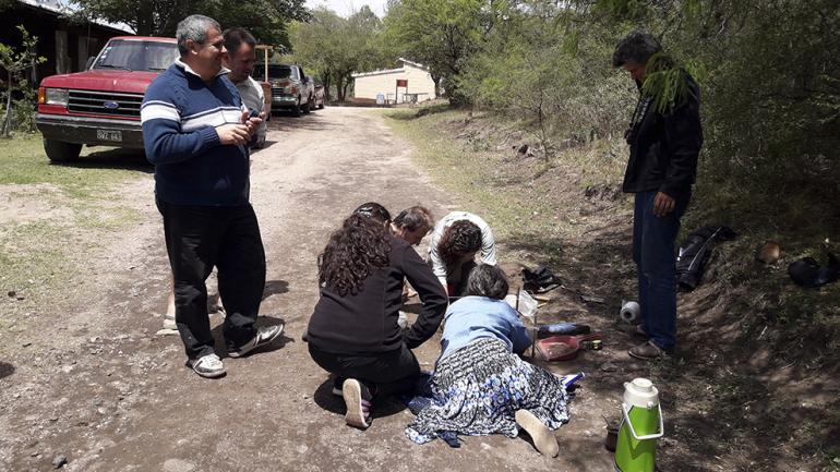 El hallazgo motivó el interés de los vecinos / Foto de Agencia Córdoba Cultura