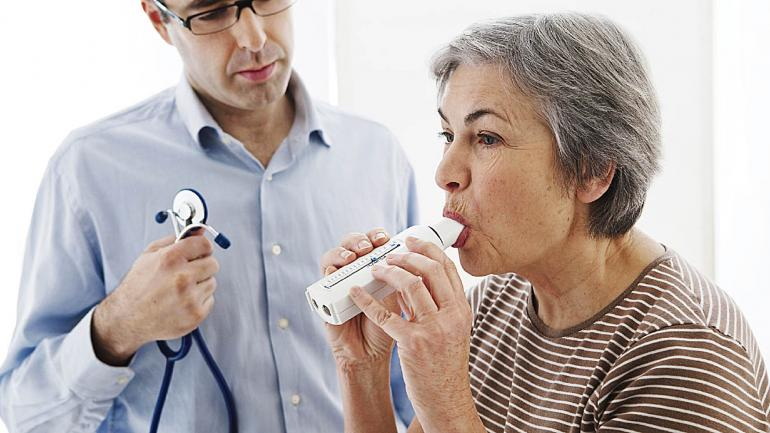 La espirometría es un estudio sencillo que mide el grado de obstrucción bronquial y la capacidad pulmonar mediante un soplido. (Sanatorio Allende)