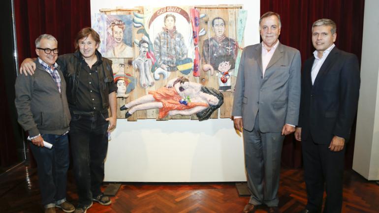 De izquierda a derecha: Pablo González Padilla (Coordinador de la Muestra); Leonel Marchesi (1er Premio); Daniel Tillard (Presidente de Bancor) y Daniel Falfan (Vocal Agencia Córdoba Cultura) /Foto: Bancor