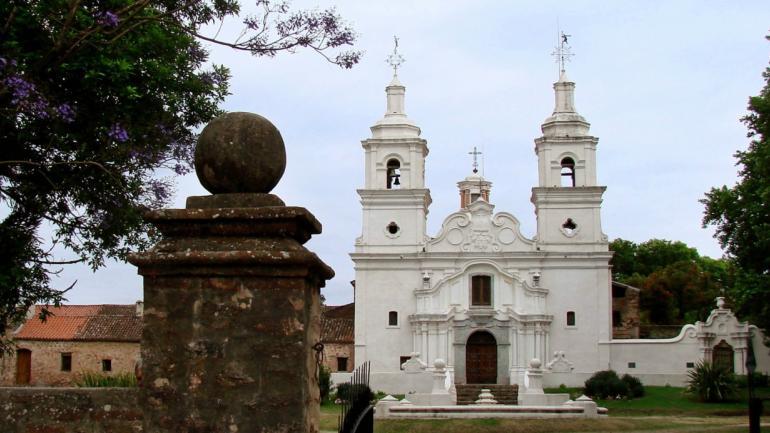 Estancia de Santa Catalina, a la derecha el cementerio / Foto de Agencia Córdoba Cultura