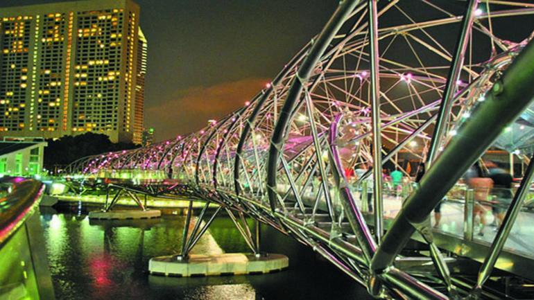 HELIX. En Singapur, el puente está diseñado para dar sombra y protección de las lluvias. (Mundo Maipú)