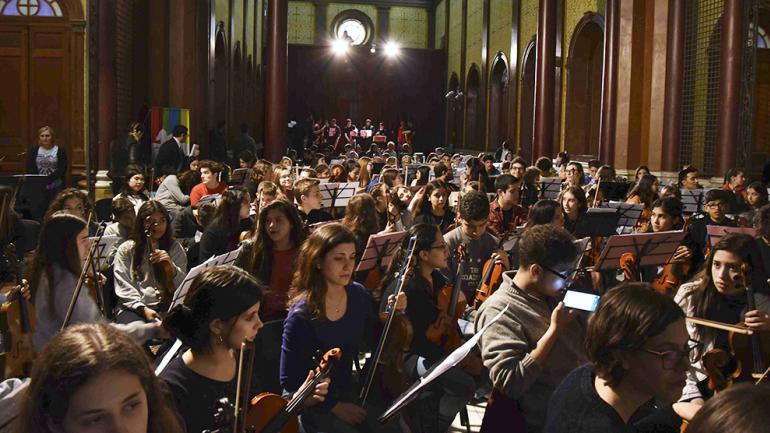 La gran cantidad de músicos reunida en el Paseo del Buen Pastor / Foto de Agencia Córdoba Cultura