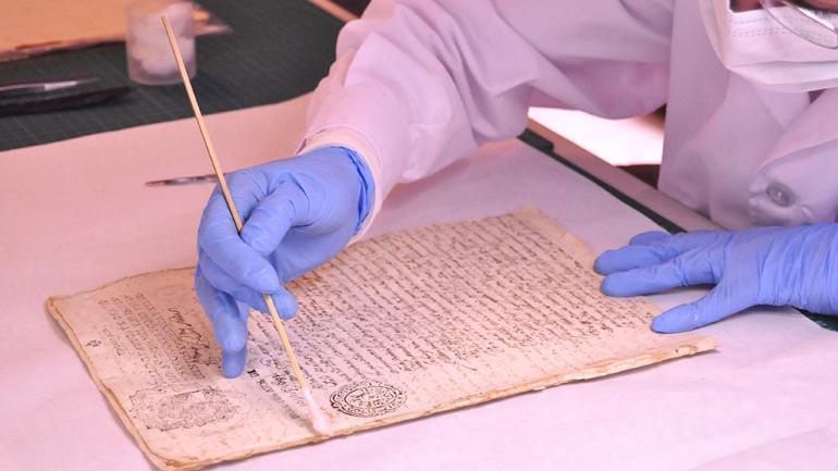 La labor de Conservación en el Archivo Histórico Provincial / Foto de la Agencia Córdoba Cultura.