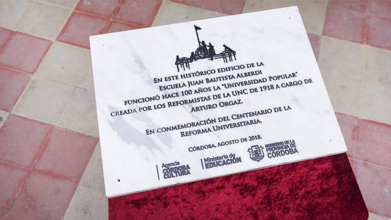 La placa conmemora un hecho histórico. (Agencia Córdoba Cultura)