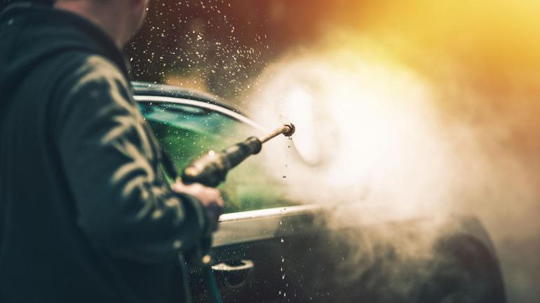 Lavar tu auto ayuda a eliminar sustancias dañinas que se depositan sobre la pintura del vehículo. (Mundo Maipú)