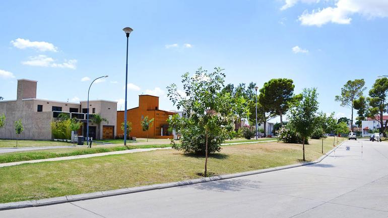 LOTES. Cuestas, Campos y Pampas de Manantiales, urbanizaciones con lotes de 250, 300 y 350 metros cuadrados, respectivamente. (Grupo Edisur)