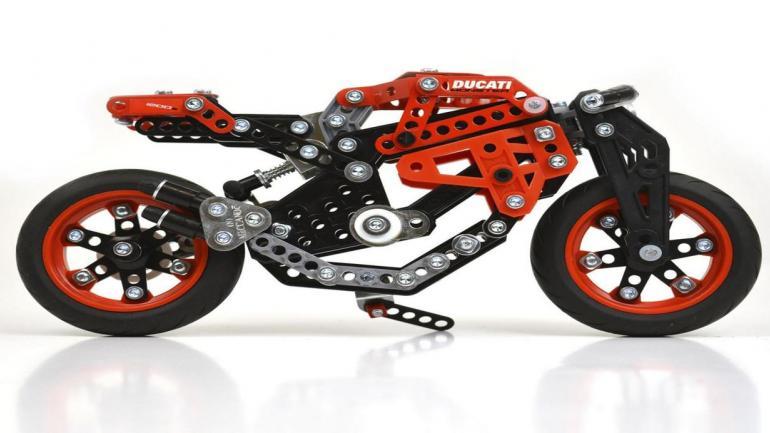 Meccano se unió a la marca italiana para crear una serie de modelos dedicados a motos Ducati. (Ducati Córdoba)