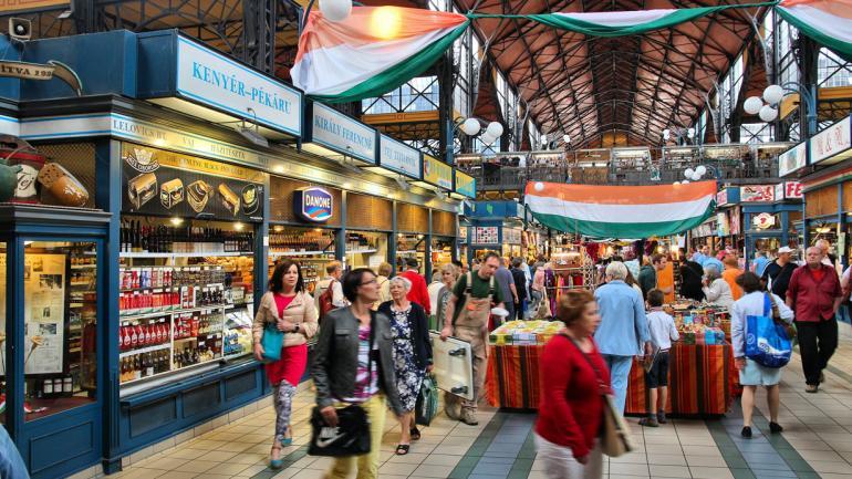 MERCADO CENTRAL (Budapest). El mercado cubierto más grande de Europa. (Interturis)