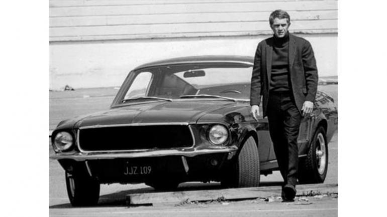 """El Ford Mustang en el rodaje de la película """"Bullitt"""" con el actor Steve McQueen. (Mundo Maipú)"""