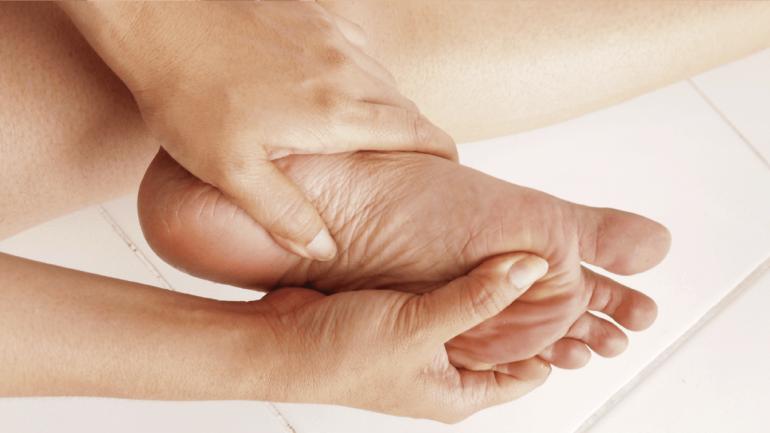 Hay que prestar atención especial cuidado e higiene de los pies. (Sanatorio Allende)