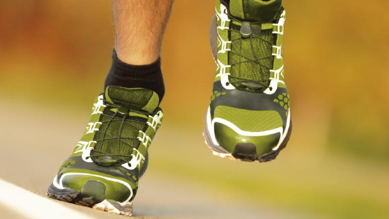 La elección de un calzado correcto, un buen entrenamiento y una dieta adecuada son importantes para prepararse para correr una maratón. (Sanatorio Allende)