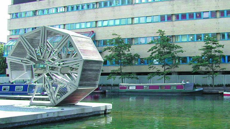 ROLLING. Para permitir el paso de pequeñas embarcaciones, el puente se recoge circularmente de manera original. (Mundo Maipú)