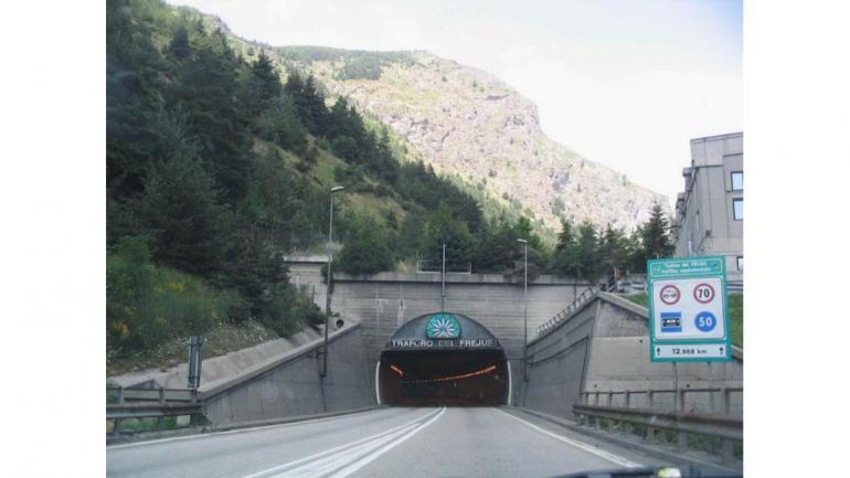 TÚNEL DE FRÉJUS. En los Alpes, entre Francia e Italia, su construcción demoró siete años, fue habilitado en 1980. (Mundo Maipú)