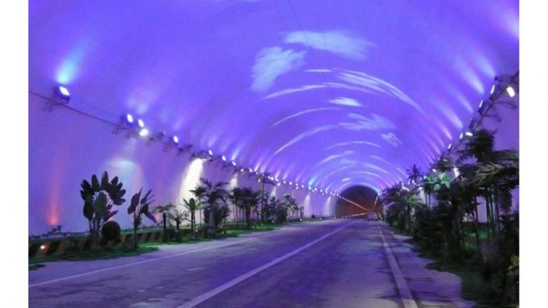 TÚNEL DE ZHONGNANSHAN. Ubicado en la provincia de Shaanxi, China, fue inagurado en 2007. (Mundo Maipú)