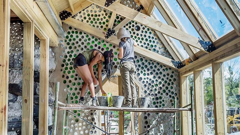 El concepto Earthship se aplica a un tipo de edificación construida con materiales naturales y reciclables. (Grupo Edisur)