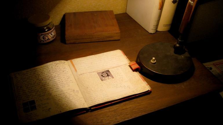 En el interior de la residencia se hallan lugares icónicos del libro que recrean los espacios donde vivió Ana Frank. (Grupo Edisur)