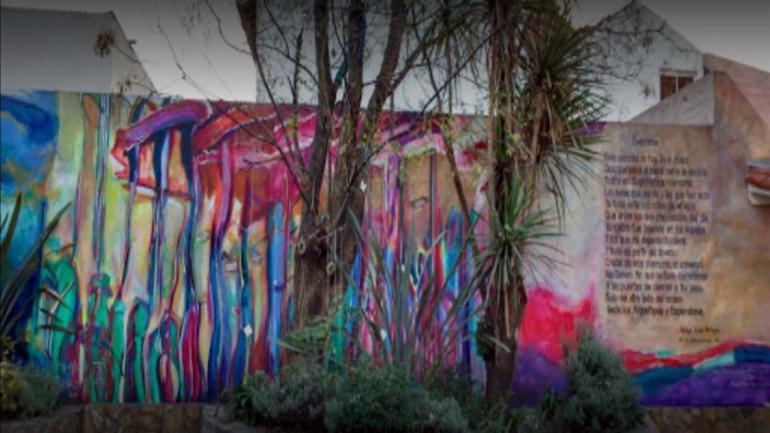 El patio de la casa se encuentra intervenido con obras de artistas locales. (Grupo Edisur)