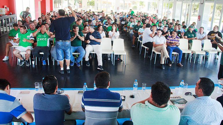 Desborde de alegría al conocer la feliz noticia de la firma del convenio por parte del cuerpo de delegados. (Sindicato de Camioneros Córdoba)