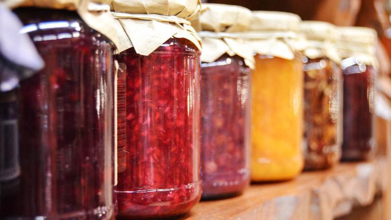 Los frascos de vidrio son más confiables para conservar alimentos que los frascos plásticos. (Grupo Edisur)