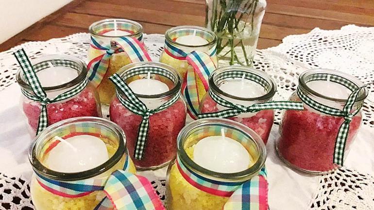 Otra buena decisión decorativa es preparar los frascos como portavelas. (Grupo Edisur)