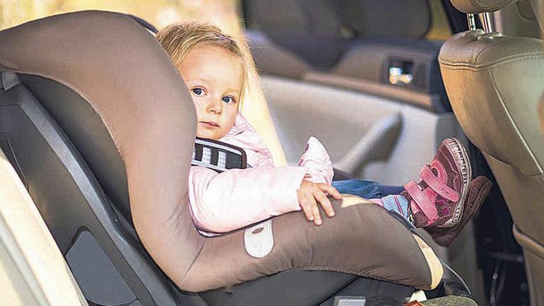"""El bebé se siente tranquilo y cómodo en el """"huevito"""" dentro del auto. (Mundo Maipú)"""