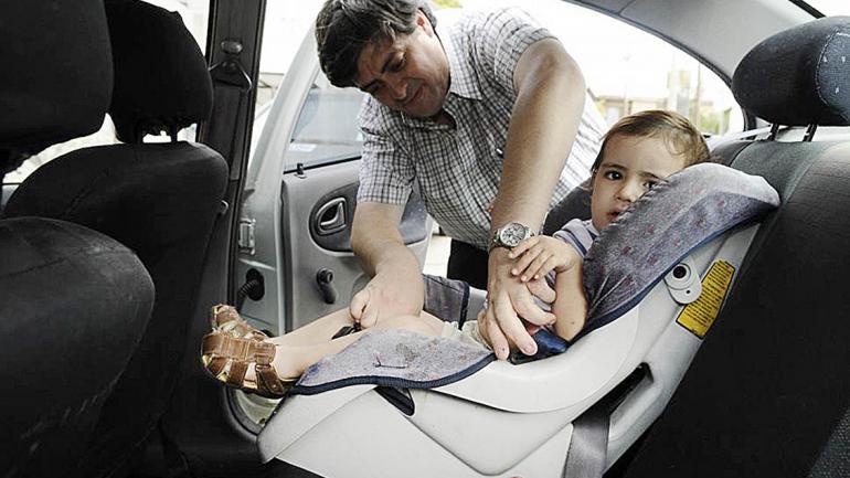 En el auto en movimiento se crea una atmósfera especial para el bebé. (Mundo Maipú)